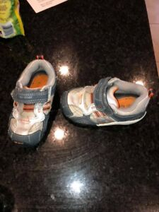 Stride Rite sz 6 eeeuc worn only a few times