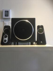 Haut-parleurs (speakers) Logitech compactes pour ordinateur