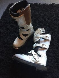 Childrens 'Thor' motocross boots size 1