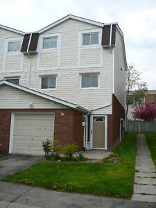 Townhome Super Close to Redhill / Greenhill exit