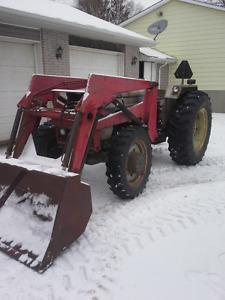 White 2-60 4x4 tractor with loader