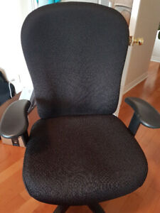 Almost brand new tempur-pedic office chair SUPER COMFORTABLE