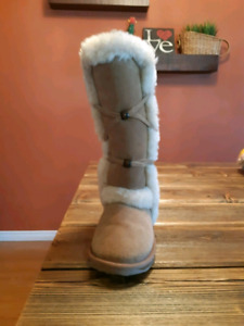 Girl's Emu moccasin boots size 13