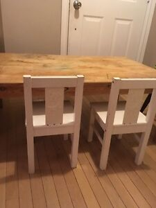 Solid pine children's table