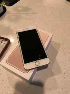 iPhone 7 Telus 32gb gold with case