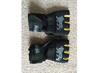 Lonsdale Unisex Protective Gel Hand Wrap Glove Mitt Fingerless Velcro Fitness