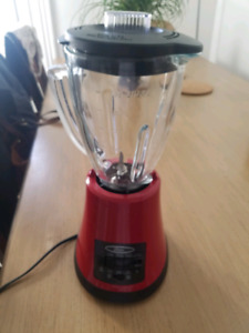 RED OSTER KITCHEN BLENDER