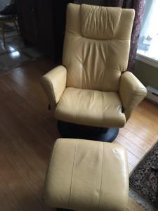 Deux fauteuils en cuir inclinable Dutailier