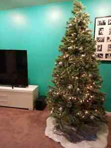 $599 Stunning 8' cashmere tipped Christmas tree