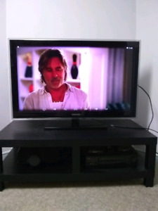 """SAMSUNG 40"""" LCD TV with free android box"""