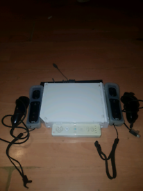 Wii with 4 games and steering wheels with sensor