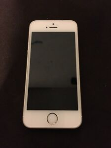IPHONE SE 64GB MINT AND IN AWESOME CONDITION