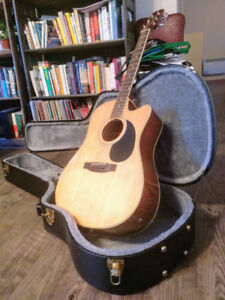 Acoustic guitar for sale + hard case/Guitare acoustique + étui