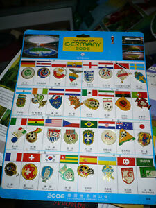 Collection de 32 Épinglettes de soccer FIFA...''Germany 2006''