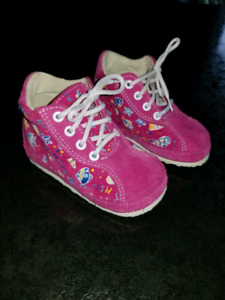 Baby girl shoes size 5 new