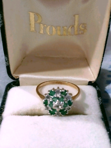 Stunning 9k Gold and Emerald  Ring - Valentine's day gift idea Everton Park Brisbane North West Preview
