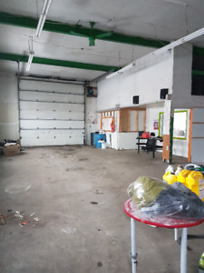 Garage Commercial très bien située à Valleyfield