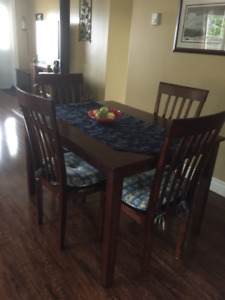 NEW TABLE AND CHAIRS IN EXCELLENT CONDITION WAS $600.00 PLUS TAX
