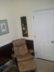 Treatment Rooms Available to Rent Per Diem or Monthly! London Ontario image 8