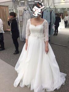 Oleg Cassini Organza 3/4 Sleeved Wedding Dress - size 8
