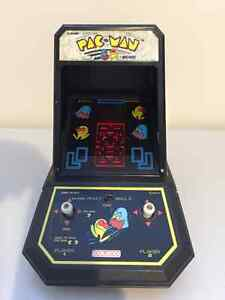 Vintage Pacman tabletop / handheld in excellent condition