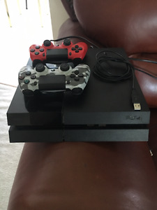 PS4 500GB /w 20+ Games
