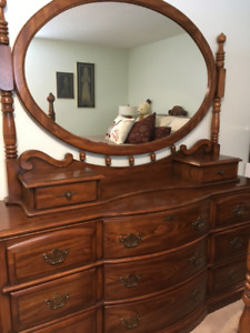 Beautiful Solid Oak Sklar Peppler Queen Bedroom Suite