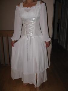Robe de mariage médiéval