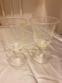 2 wine glasses