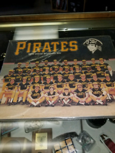 PITTSBURGH PIRATES 1976 OFFICIAL SCOREBOOK -MUSEUM CONDITION