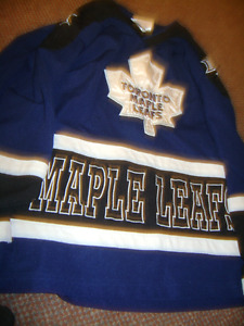 YOUTH MEDIUM SIZE MAPLE LEAFS JERSEY