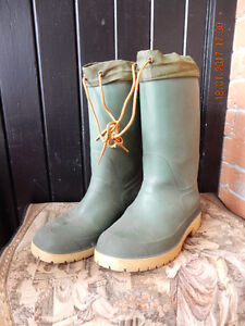 Insulated rubber boots tie tops size 7 gently used - Orillia