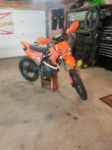 Gio 250cc dirt bike and parts