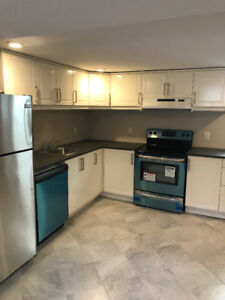 ***2 BED UNIT IN LEGAL DUPLEX FOR LEASE ON LOWELL AVE***