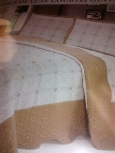 bed comforters Queen and Twin size Kitchener / Waterloo Kitchener Area image 1