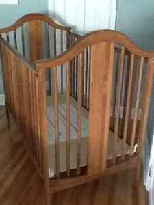 Stork Craft Baby Crib - (without mattress) excellent condition.