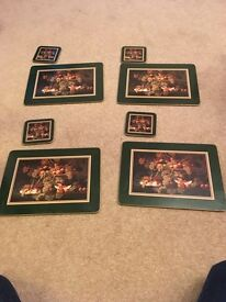 Set of four place mats and coasters