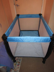 Playpen for baby. Parc pour bebe.