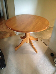 Solid round maple wood table - good condition!