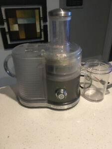 Kitchen Aid Easy Clean Juicer for sale, excellent condition.