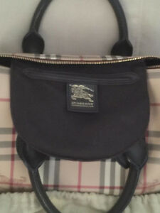 For Sale Original Burberry Classic Haymarket Check Satchel bag West Island Greater Montréal image 3
