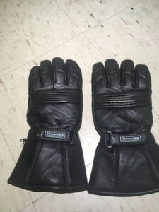 Motorcycle gloves, size Large, in good condition.
