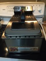 Stainless Steel Fryer. Cuisinart. 75$