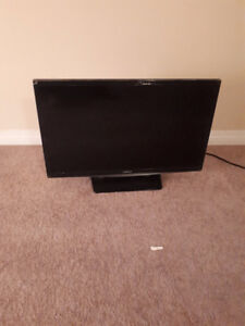 Samsung 28 inch TV almost new + Logitech Speakers 3 in 1