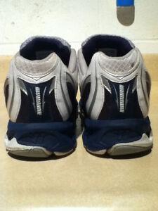 Men's Warrior Running Shoes Size 10.5 London Ontario image 4