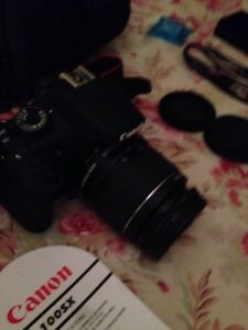 Mint condition Cannon eos rebel t5