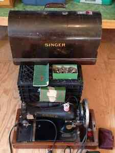 Antique 1930s Singer Sewing Machine - Working Condition