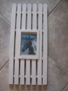 UNIQUE HORSEY PICTURE FRAME..[PICKET-FENCE STYLE]