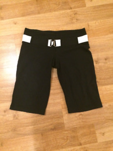 * Cute Lululemon Black Crop Pant with White Belt $40