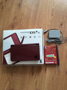 NINTENDO DSi XL  + R4 CARD